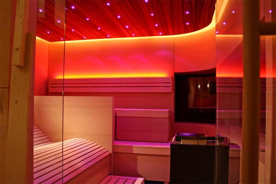 30-individuelle-sauna-ergoliege-led-licht_1