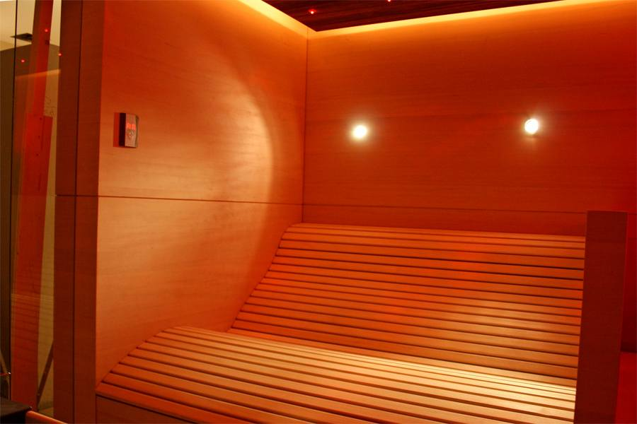 30-individuelle-sauna-ergoliege-led-licht_2