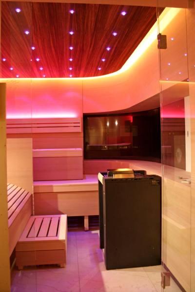 30-individuelle-sauna-ergoliege-led-licht_3