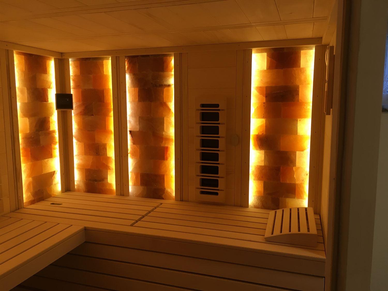 sauna-mit-salzsteinen-adaptiert-002