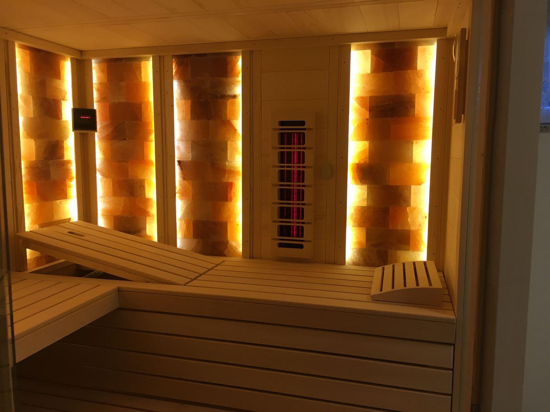 sauna-mit-salzsteinen-adaptiert-003