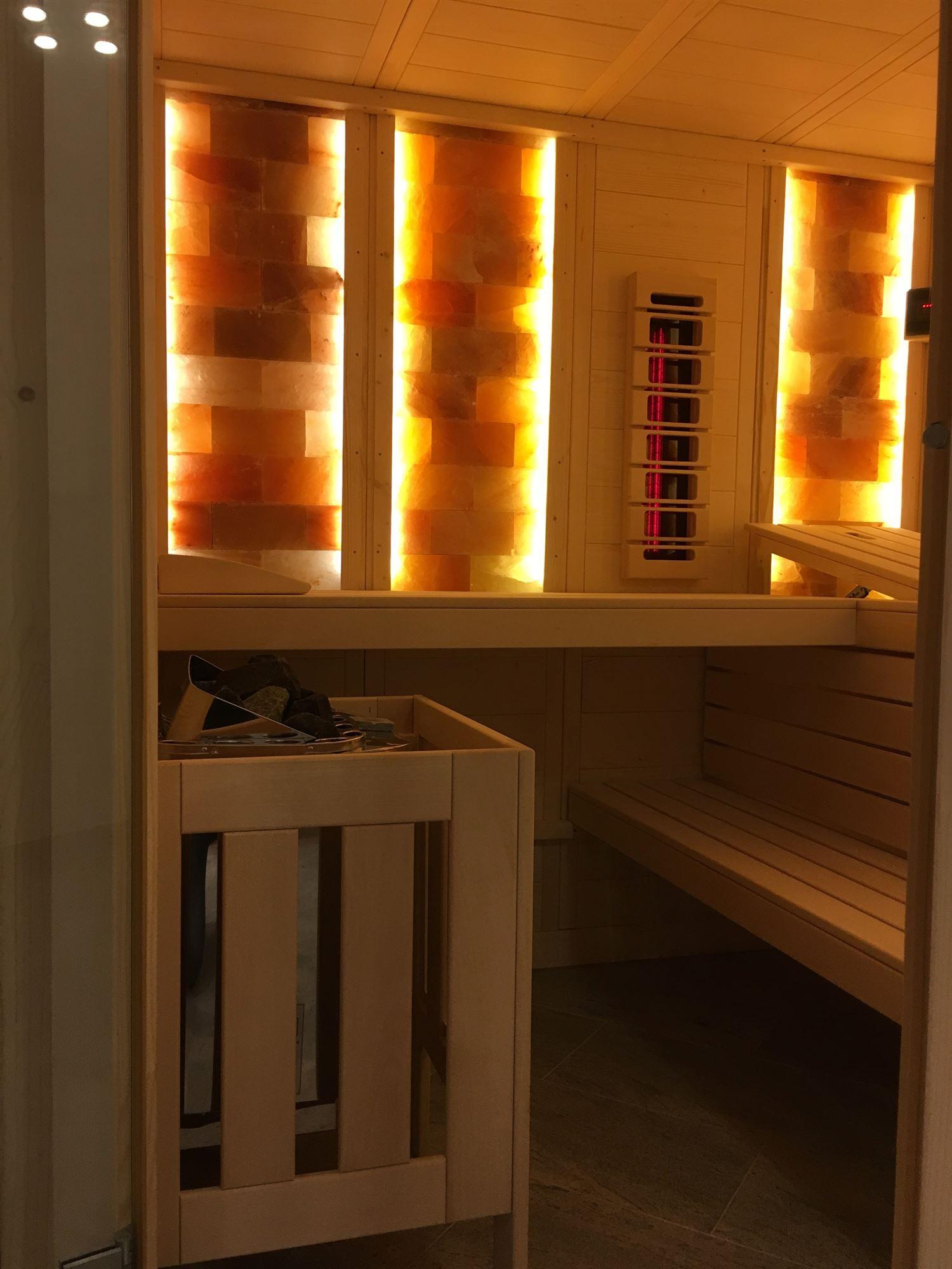 sauna-mit-salzsteinen-adaptiert-006