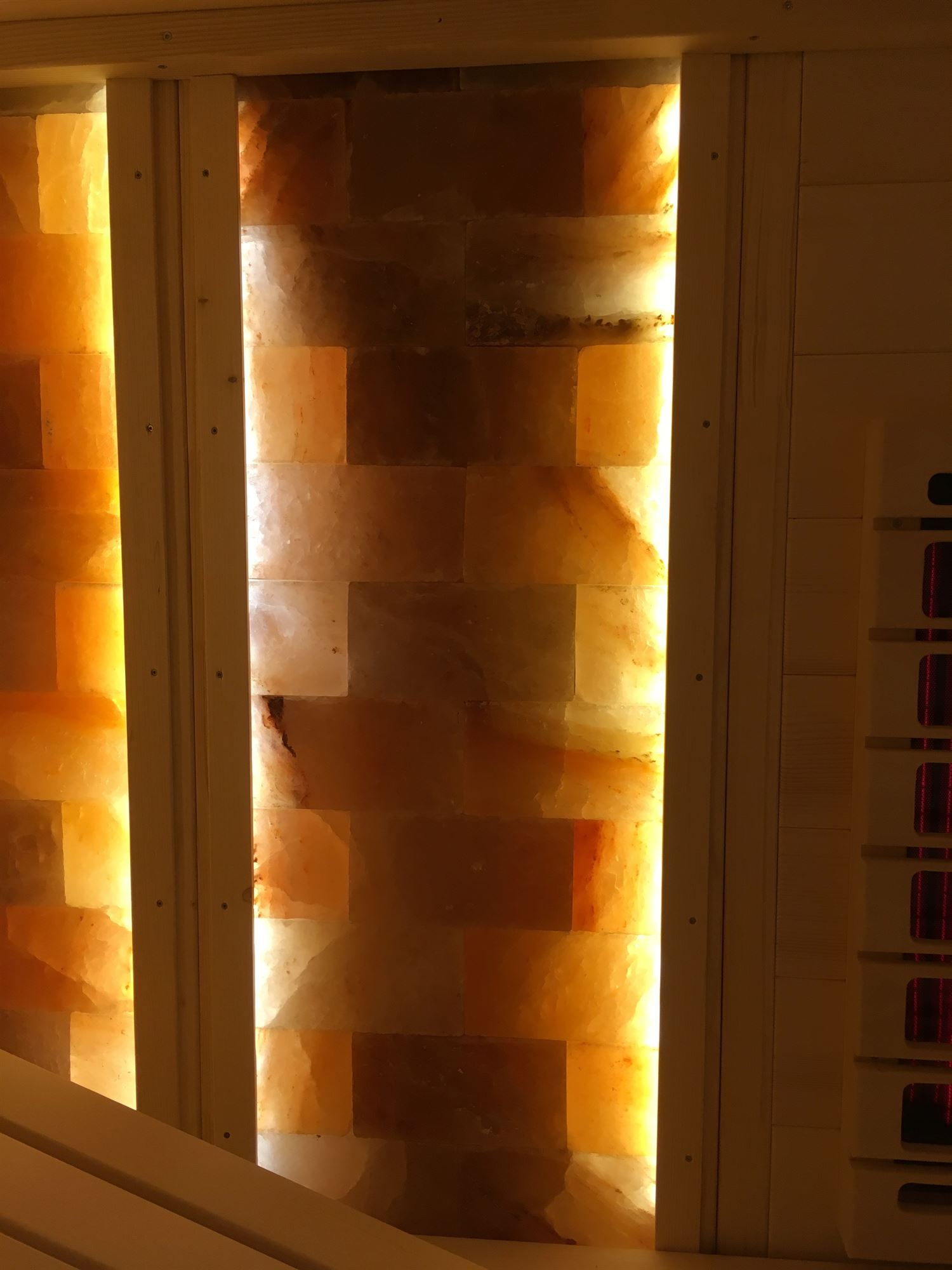 sauna-mit-salzsteinen-adaptiert-007