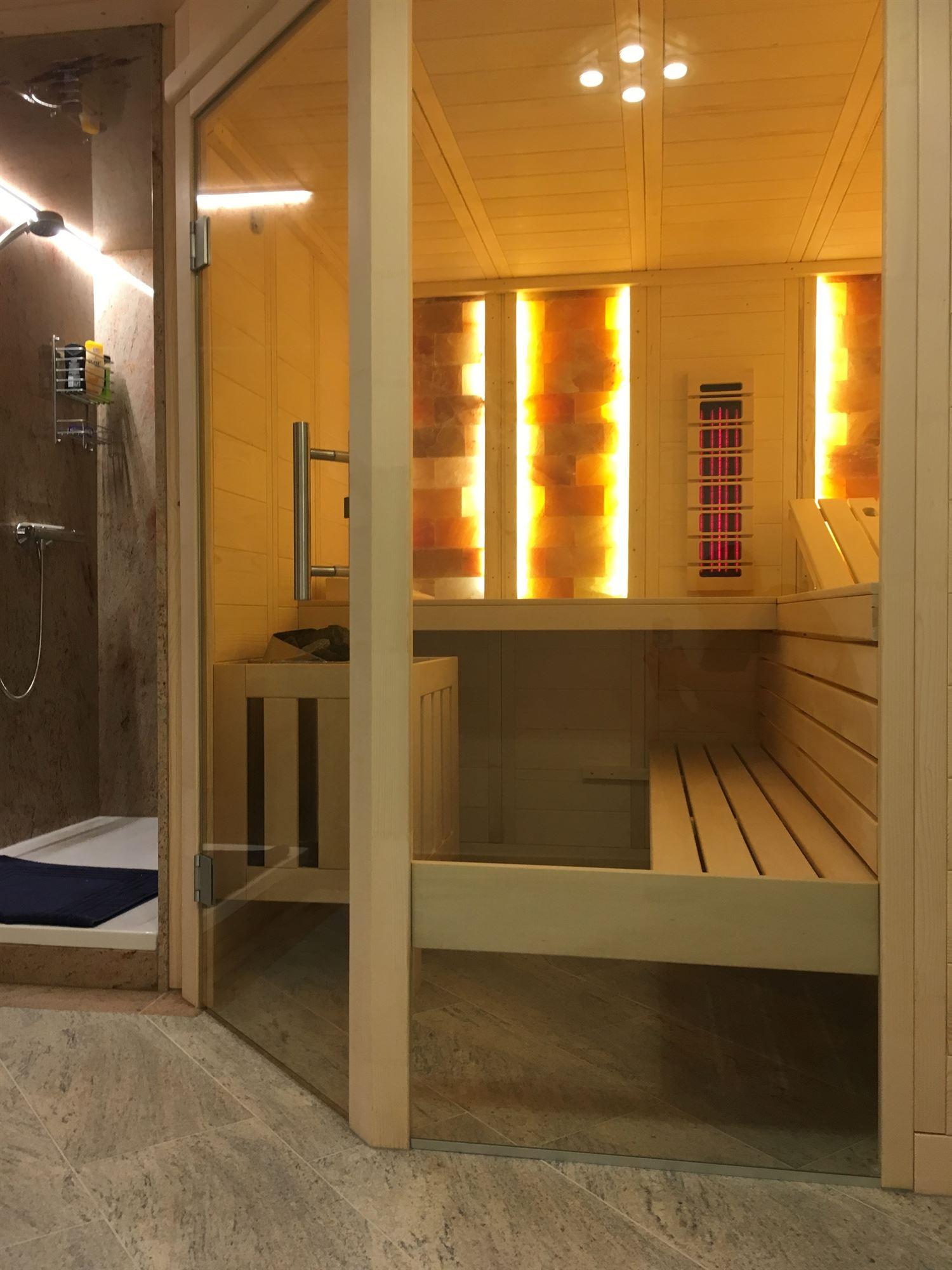 sauna-mit-salzsteinen-adaptiert-009