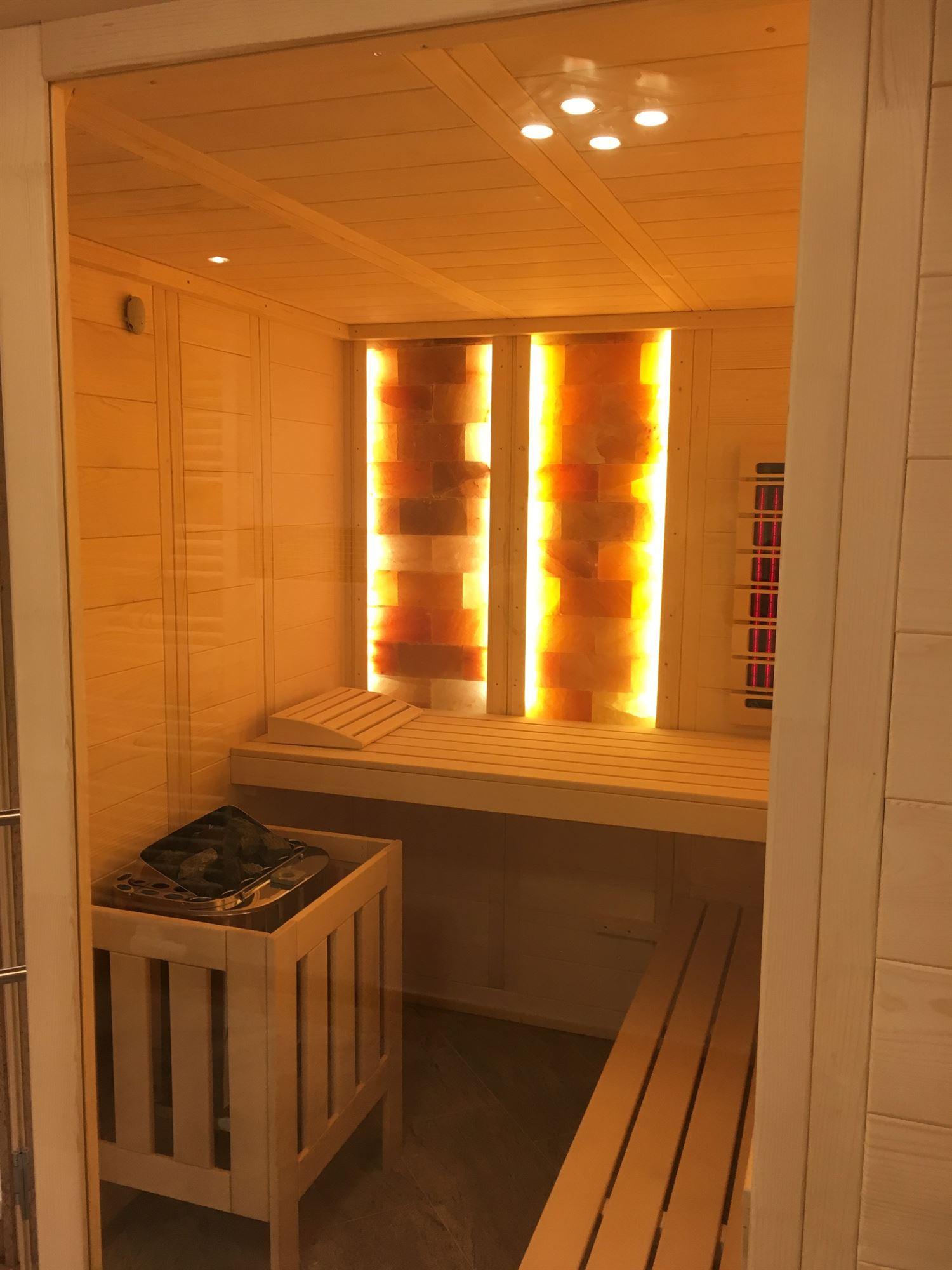 sauna-mit-salzsteinen-adaptiert-010