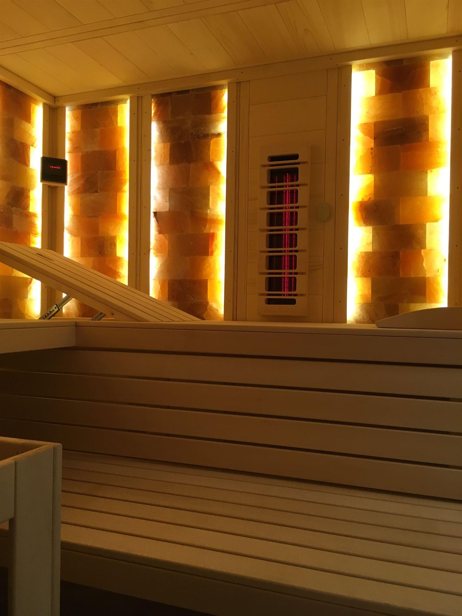 sauna-mit-salzsteinen-adaptiert-011