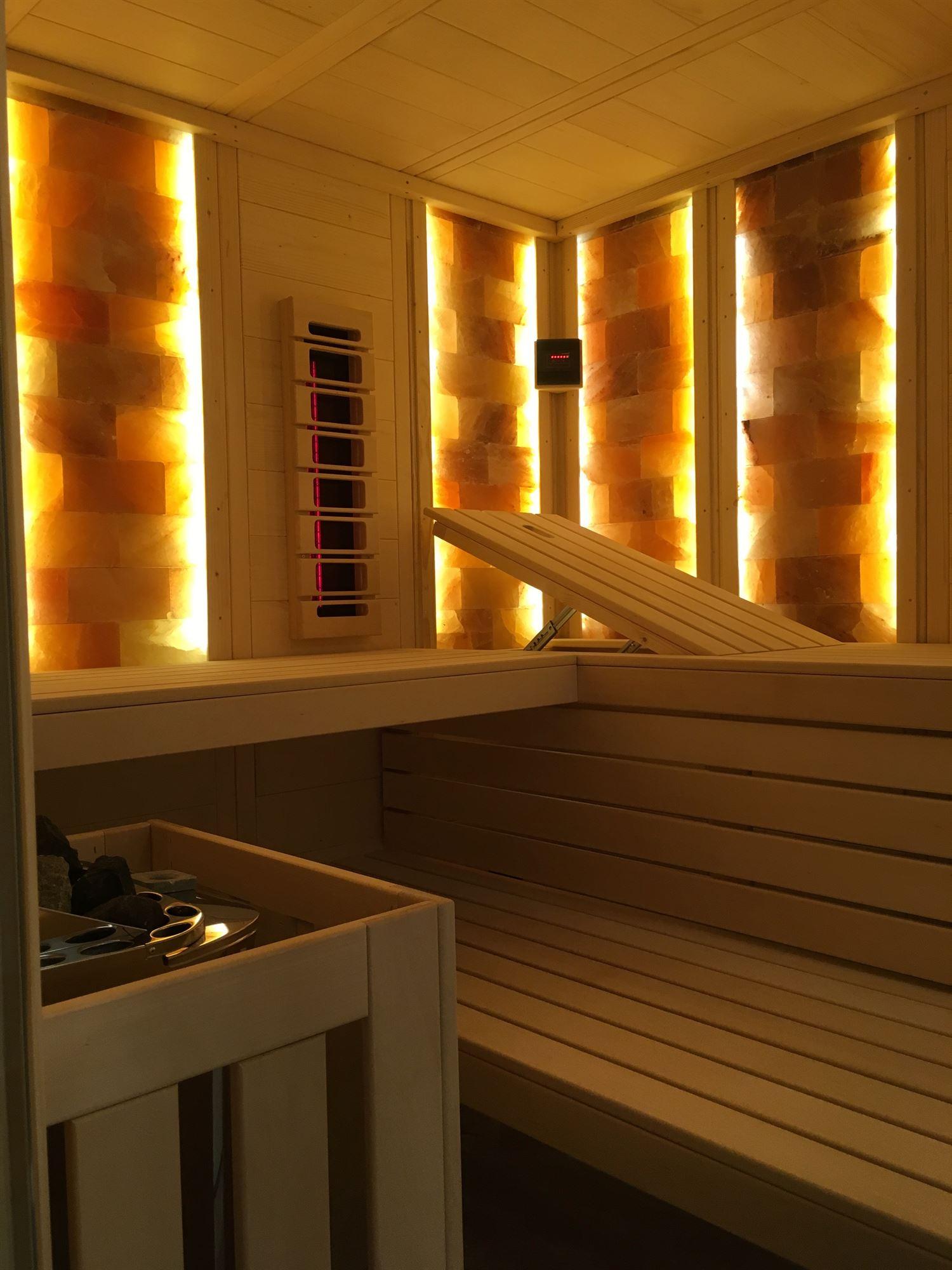 sauna-mit-salzsteinen-adaptiert-012