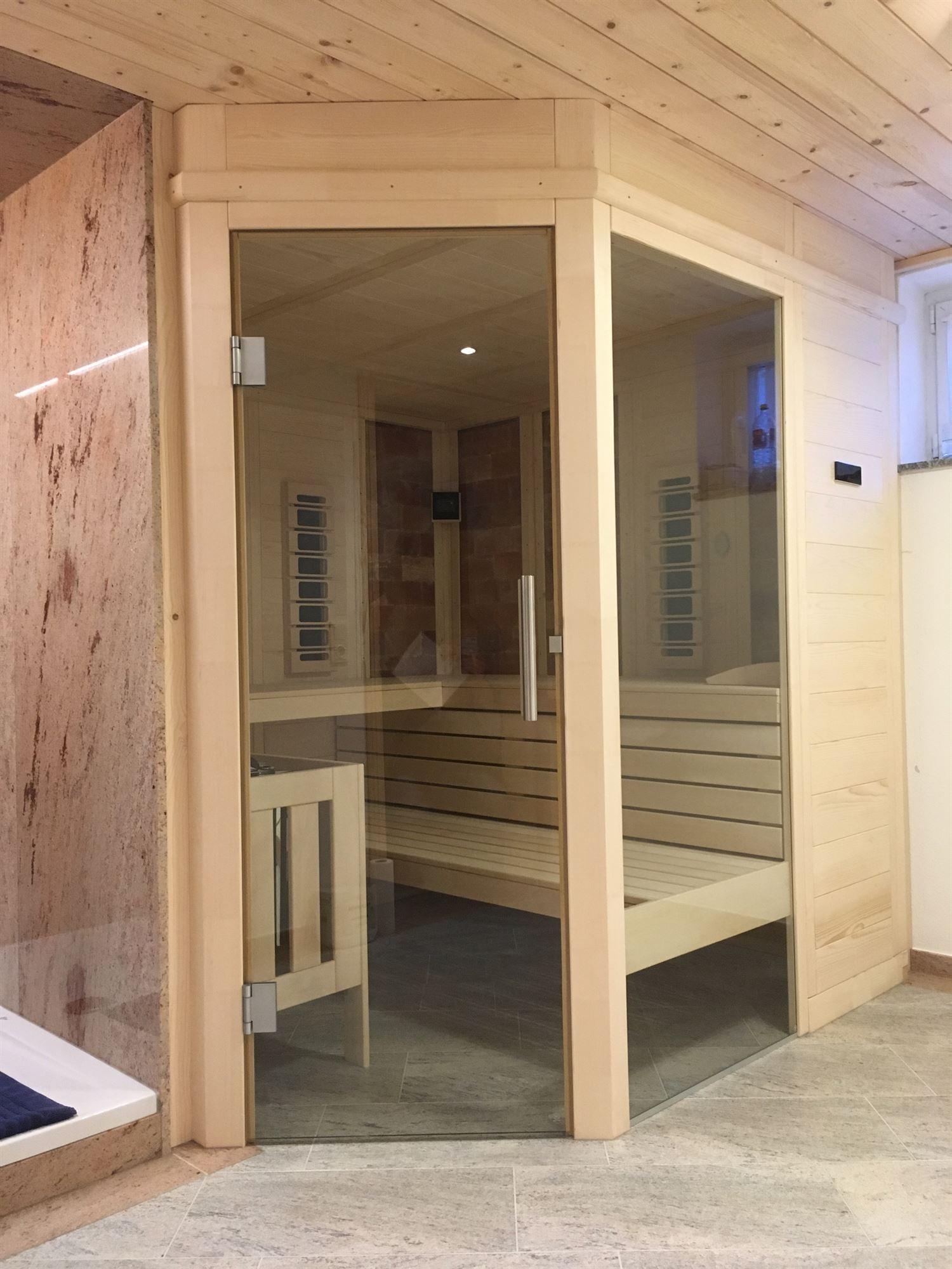 sauna-mit-salzsteinen-adaptiert-014